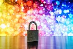 Låsa och stämma som symbolet för skydd R för avskildhet och för allmänna data royaltyfri foto