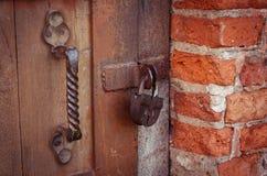 Låset på dörren Arkivfoto