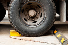 Låshjul som förhindrar rörelse Arkivfoto