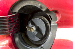 Låst gaslock för bil Arkivfoton