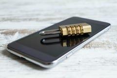 Låst mobiltelefonsäkerhet Arkivbild