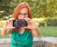Låt mig ta en selfie arkivfoton