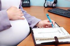 låt vara maternity Arkivfoton