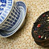 låter vara den kinesiska koppen för den antika blandningen tea Royaltyfri Fotografi
