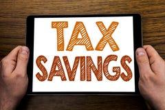 Légende Tex Savings des textes d'écriture de main Concept d'affaires pour le remboursement supplémentaire d'argent de l'épargne d images libres de droits