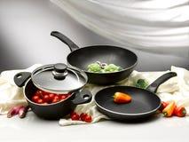 Légume dans les casseroles et le pot photos libres de droits