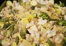 Légume et poulet épicés Stirfry Photographie stock libre de droits
