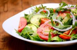 légume frais de tomate de salade de préparation de laitue de concombre photos libres de droits