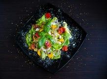 légume frais de tomate de salade de préparation de laitue de concombre images stock