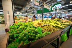 Légume frais sur l'étagère dans le supermarché Photos stock