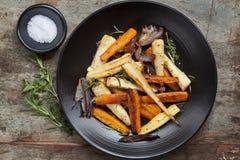 Légumes à racine rôtis Photo libre de droits