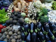 Légumes à vendre sur le marché Photos stock