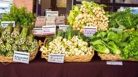 Légumes au marché de fermiers image stock