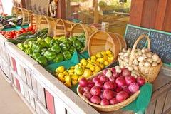 Légumes au stand photographie stock