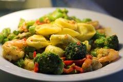 Légumes avec des pâtes photographie stock libre de droits