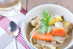 Légumes chauds et aigres de soupe photographie stock