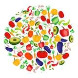 Légumes colorés disposés en cercle sur le blanc Photographie stock libre de droits