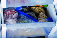 Légumes congelés dans le congélateur Photos libres de droits