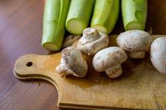 Légumes crus et champignons Photographie stock