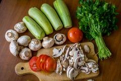Légumes crus et champignons Photo libre de droits