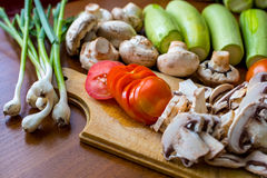 Légumes crus et champignons Photos stock
