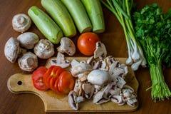Légumes crus et champignons Image stock