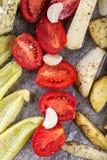 Légumes cuits au four dans le four Photo stock