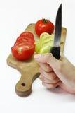 Légumes découpés en tranches sur le panneau en bois Image libre de droits