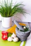 Légumes délicieux dans la cuisine, avant le traitement Image stock
