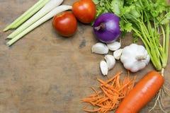 Légumes dans la table et la cuillère Photo stock