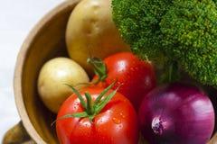 Légumes dans un bac photographie stock