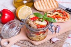 Légumes de casse-croûte dans un pot en verre Image libre de droits