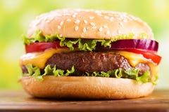 légumes de chemin d'isolement par hamburger de découpage photographie stock libre de droits