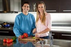 Légumes de coupe de couples Photo libre de droits