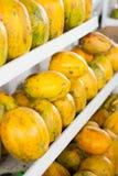 Légumes de papaye et fruits colorés, marché Pérou. Photos libres de droits