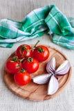 Légumes de plaque en bois Photo libre de droits