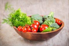 Légumes de plat en bois photos stock