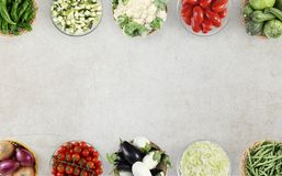 Légumes de vue supérieure de nourriture sur le plan de travail de marbre de cuisine, Web Images libres de droits