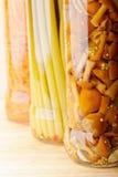 Légumes en boîte dans la ligne Image libre de droits