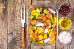 Légumes et filet congelés de poulet pour la cuisson Photos libres de droits