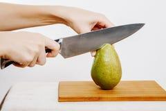 Légumes et fruits sur la pluie Fruits et légumes dans la coupe Photographie stock libre de droits