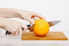 Légumes et fruits sur la pluie Fruits et légumes dans la coupe Photos libres de droits
