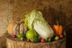 Légumes et fruits toujours de la vie. Photos stock
