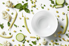 Légumes et fruits verts organiques frais le concept mangent sain photo stock