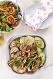 Légumes et salade grillés avec des tamarillos Image stock