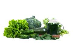 Légumes et smoothies verts des légumes d'isolement photos libres de droits