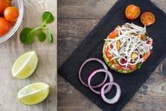Légumes et tartre d'anguille ou d'anguilles de bébé Images stock