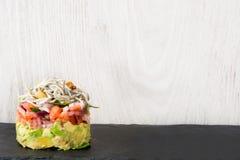 Légumes et tartre d'anguille ou d'anguilles de bébé Photos libres de droits
