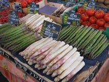 Légumes frais à un marché européen Image libre de droits