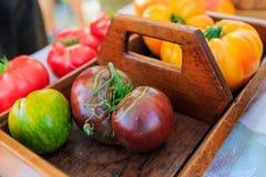 Légumes frais au farmer& x27 ; le marché de s comprenant des haricots, courge, a laissé Photos libres de droits
